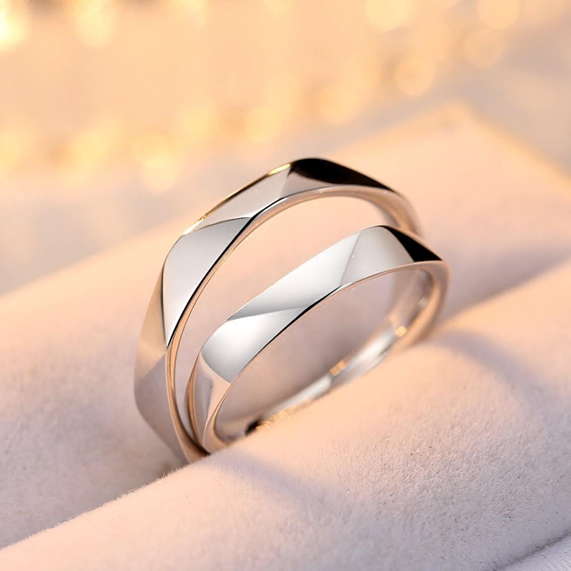 nhẫn cưới titan