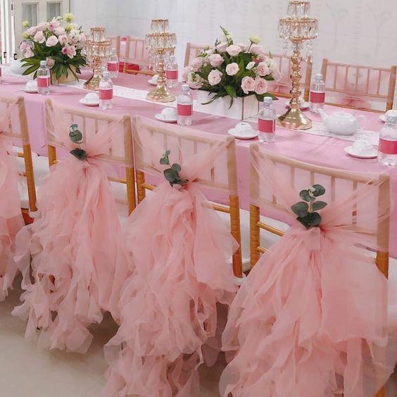 trang trí bàn ăn tiệc cưới