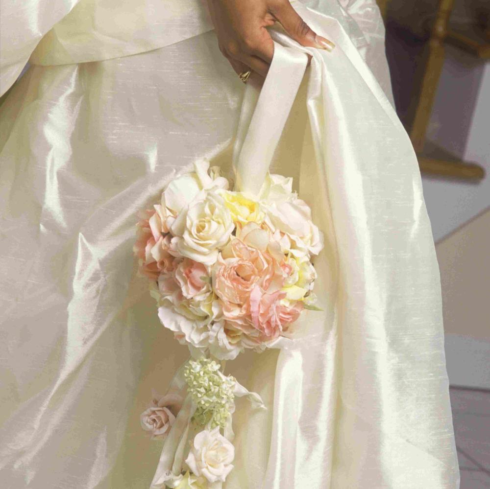 hoa cưới dáng cầu