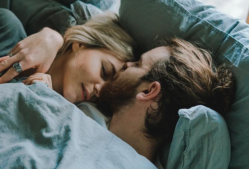 """sự tử tế của đàn ông lúc """"lên giường"""""""