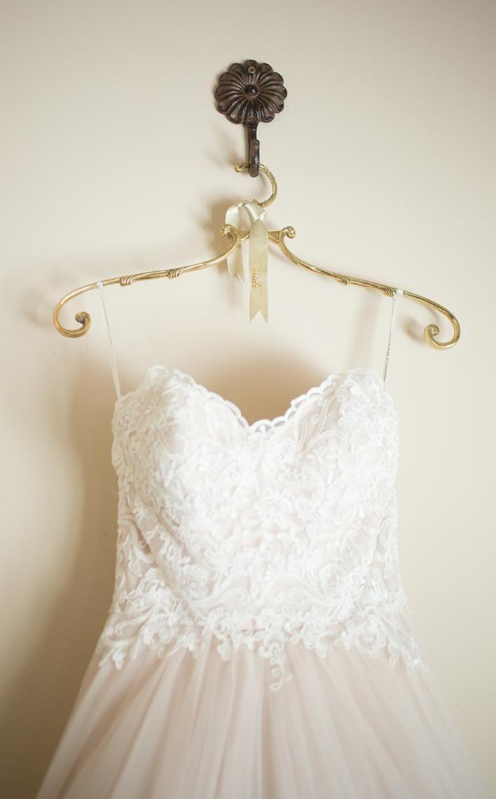 váy cưới trắng tinh