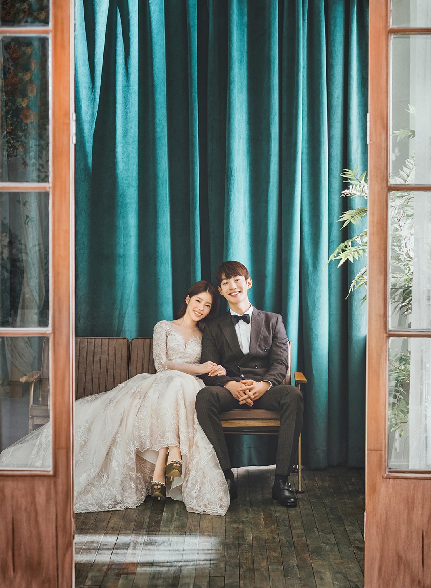 tạo dáng chụp hình cưới