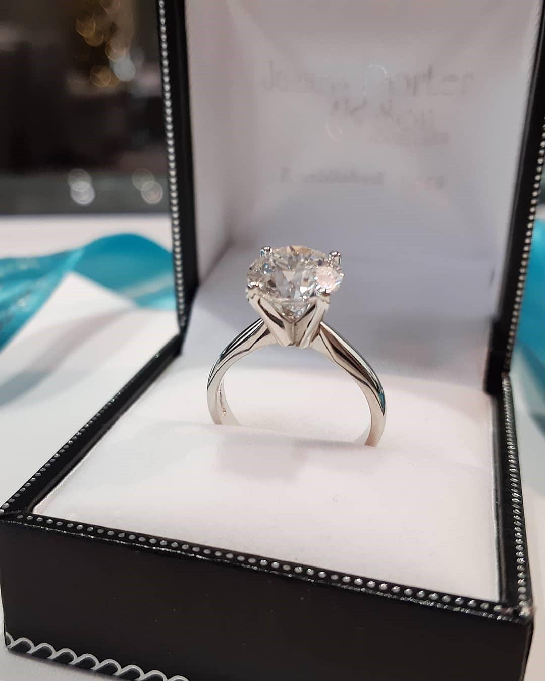 nhẫn cưới bạch kim và vàng trắng