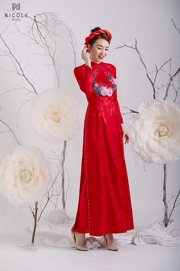 Áo dài cưới đỏ nổi bật, sang chảnh và lộng lẫy
