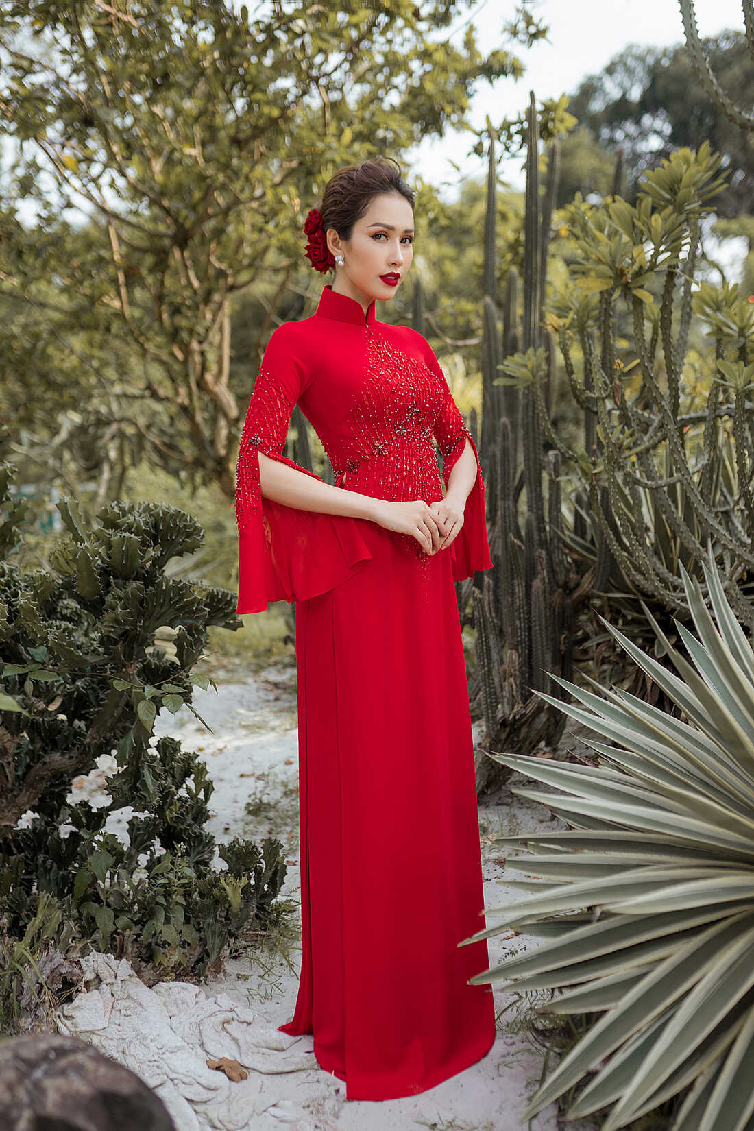 Áo dài cưới đỏ truyền thống