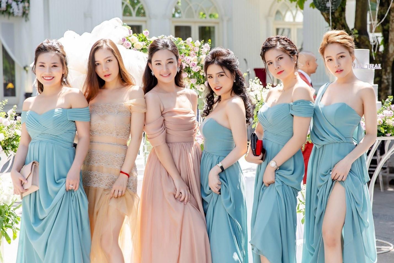 Phù dâu là những người đồng hành không thể thiếu trong đám cưới Marry