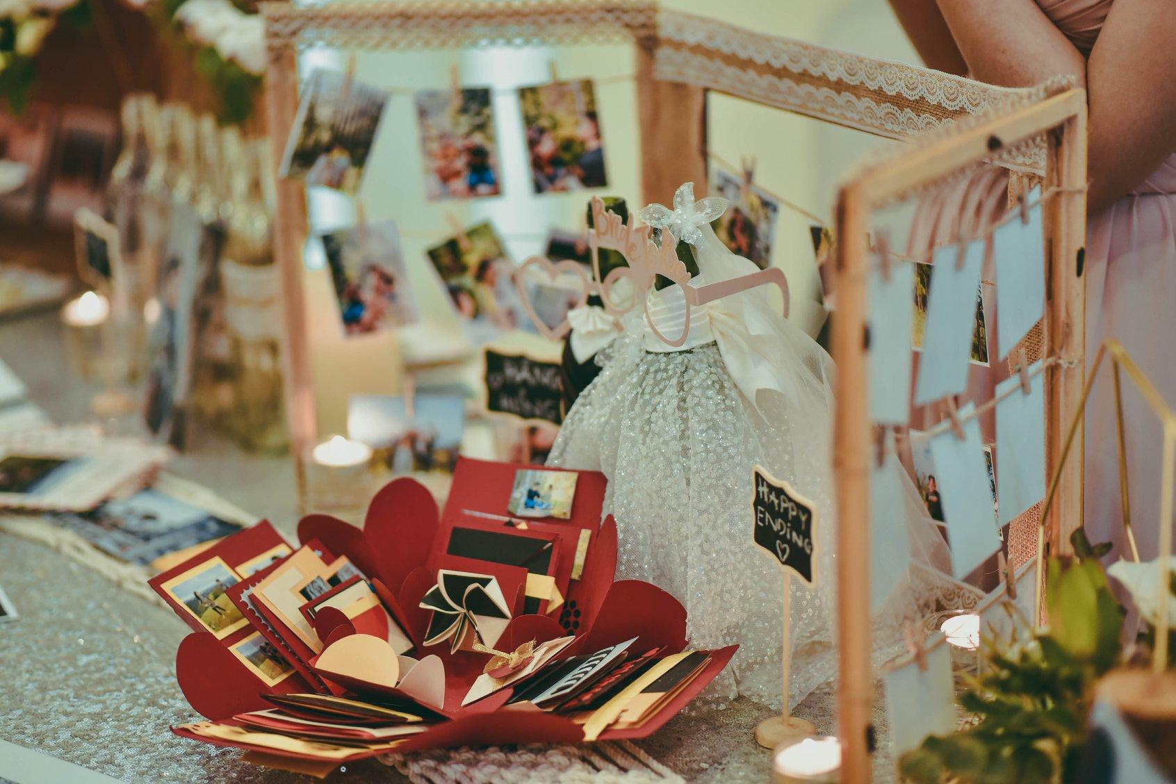 Đám cưới với bàn Gallery tự trang trí
