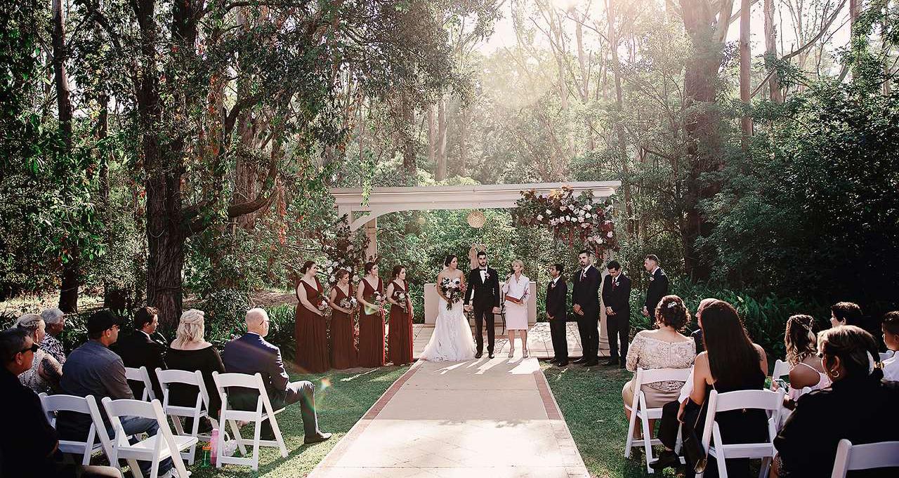 Tiệc cưới ngoài trời phù hợp với mùa covid-19