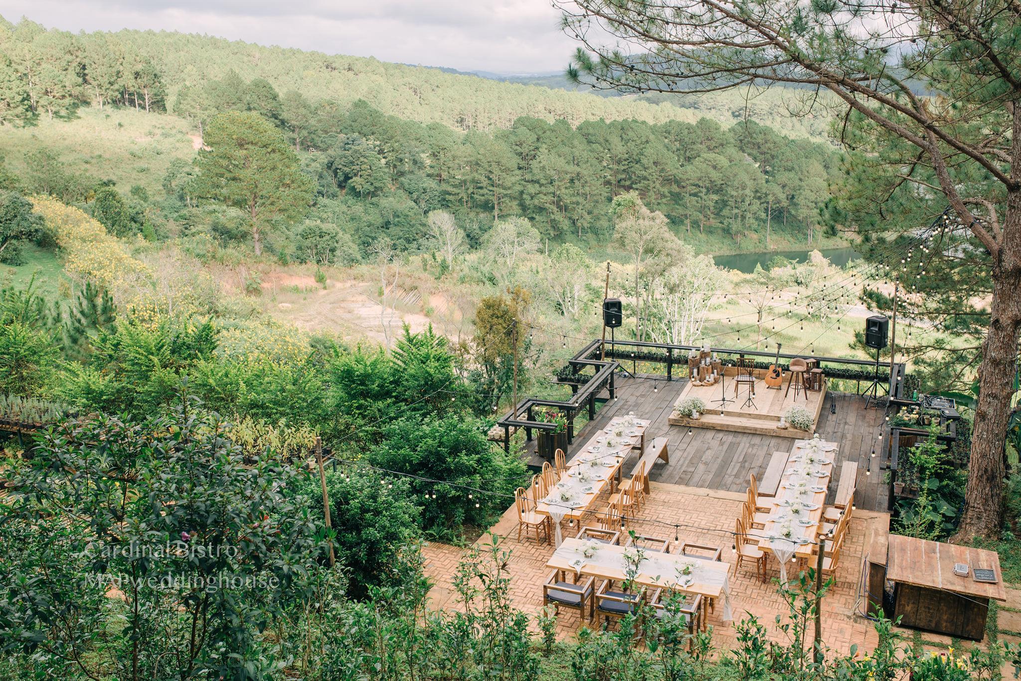 lựa chọn địa điểm tố chức tiệc cưới ngoài trời