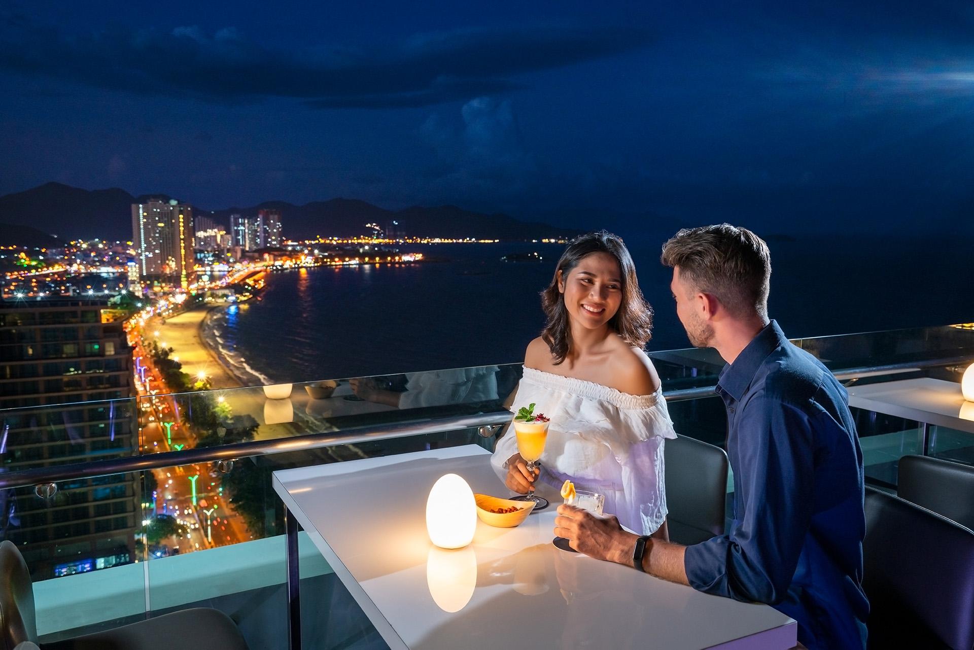 Thưởng thức cocktail tại sheraton Nha Trang top 3 thiên đường trăng mật