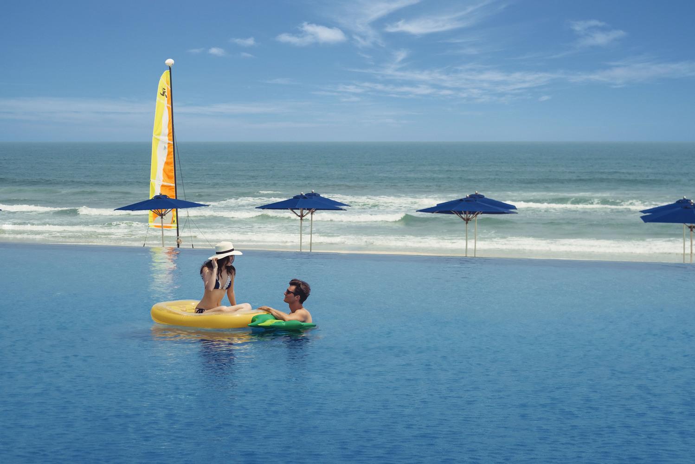 Hồ bơi vô cực top 3 khách sạn hưởng tuần trăng mật