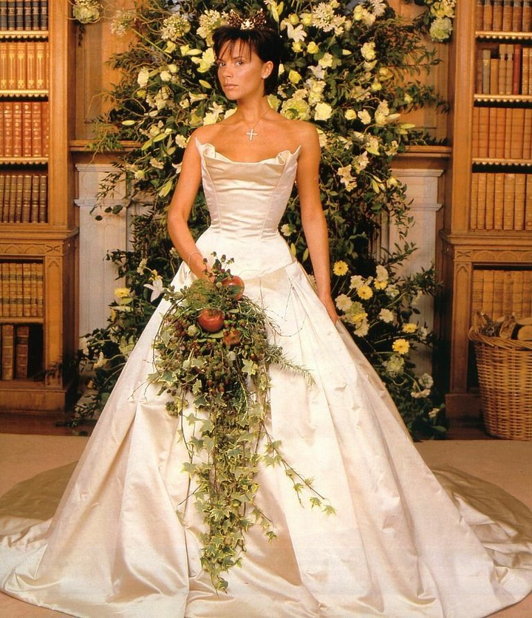 Victoria Beckham trong mẫu váy cưới của Vera Wang