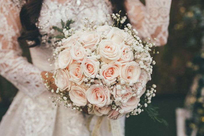 Nên chọn đặt hoa cưới với những loại hoa theo mùa