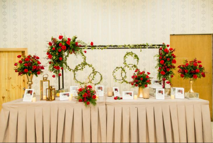 Hình ảnh có thể có: 2 người, đám cưới và văn bản