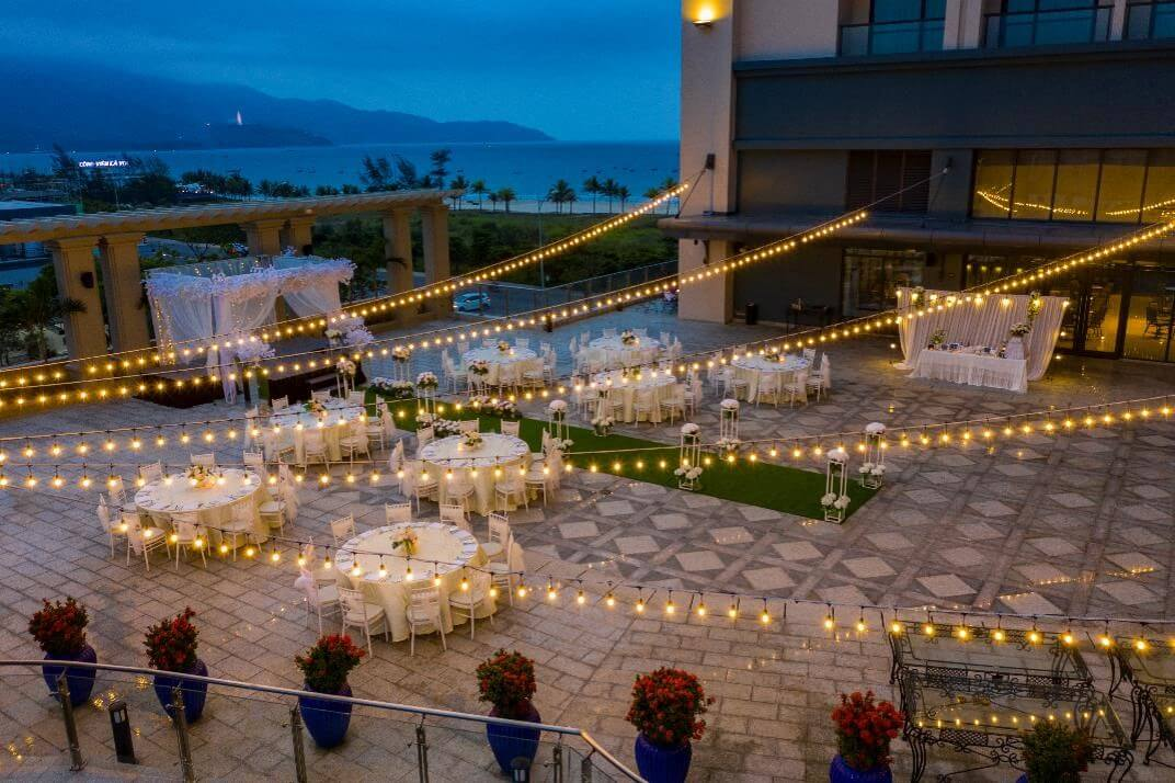 Khung cảnh tiệc cưới buổi đêm tại Four Points by Sheraton Danang Marry