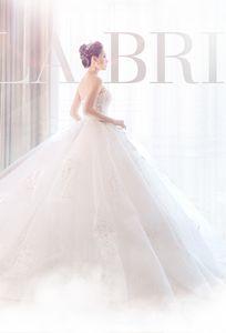Váy cưới của Bella Bridal