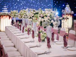 Trang trí tiệc cưới với bàn dài ấn tượng - Capella Park View