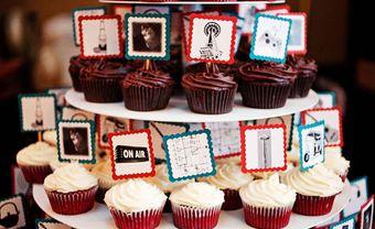 Quà cảm ơn khách mời: Bánh cupcake đính ảnh vui nhộn - Blog Marry