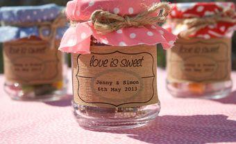 Quà cảm ơn khách mời: Hũ thủy tinh đựng kẹo đầy màu sắc - Blog Marry
