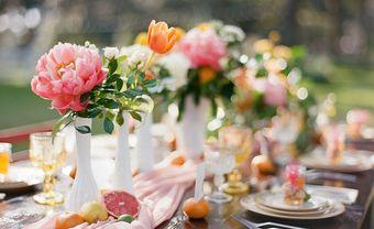 """10 mẫu cắm hoa để bàn """"đốn tim"""" mọi vị khách mời - Blog Marry"""
