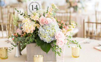 Gợi ý 10 phong cách cắm hoa để bàn ngày cưới đơn giản - Blog Marry