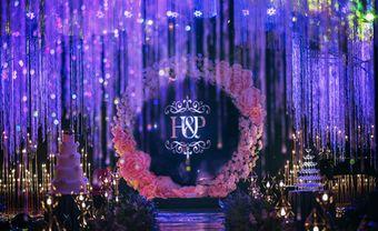 Đám cưới tím huyền ảo từ hàng ngàn đóa hoa tươi và pha lê - Blog Marry