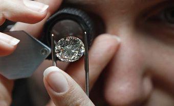 Bảo quản nhẫn đính hôn kim cương như thế nào thì hợp lý? - Blog Marry
