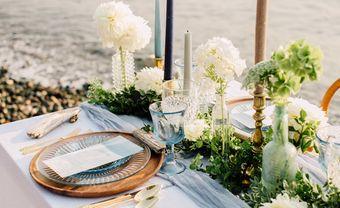 Gợi ý cách trang trí bàn tiệc cưới ở biển thật sống động - Blog Marry