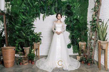 Váy dáng A cổ thuyền vạt váy đính rời phối ren - Caroll Trần Design - Hình 1