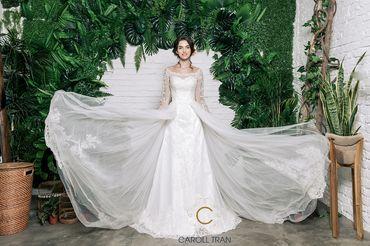 Váy dáng A cổ thuyền vạt váy đính rời phối ren - Caroll Trần Design - Hình 4