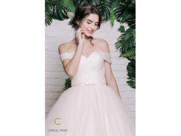 Váy cưới dáng A đuôi dài màu nude - Caroll Trần Design - Hình 2