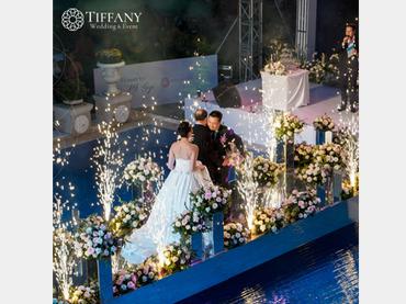 Trang trí tiệc cưới hội trường - Khách sạn hoa tươi - Style 3 - Tiffany Wedding and Event - Hình 1