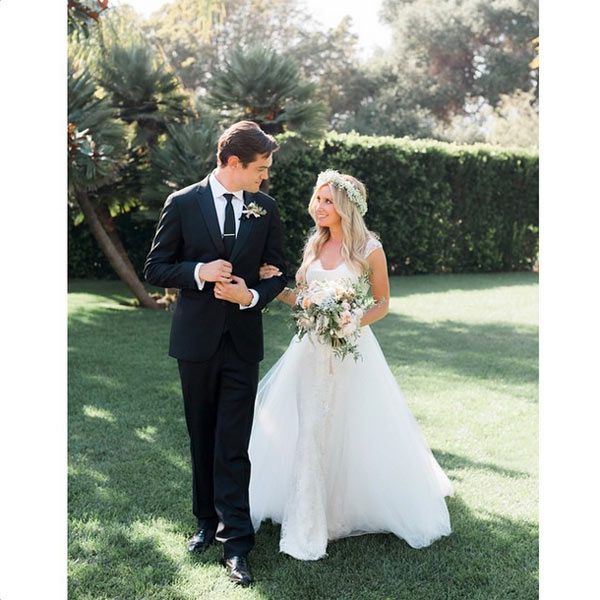 ashley-tisdale-marries-christopher-vay-cuoi