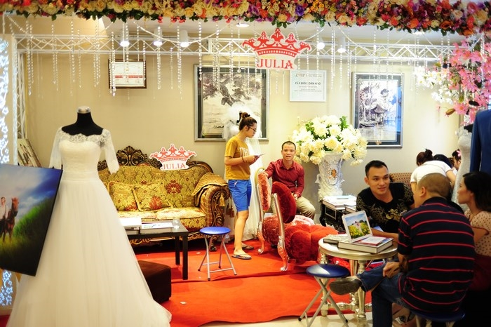 Cac-gian-hang-duoc-trang-tri-long-lay-tai-Marry-Wedding-day-Ha-Noi-2015-09