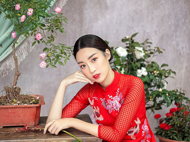 http://www.marry.vn/wp-content/uploads/2018/01/17/17/ao-dai-cach-tan-2018-ft.jpg